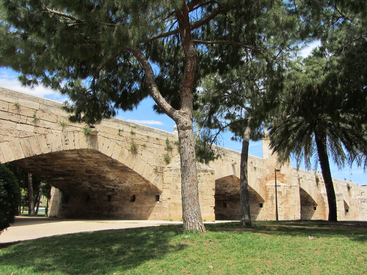 Valencia, Turia-Park: alte Flussbrücke