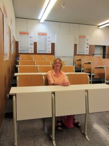 Zu Besuch im Abendgymnasium Viersen. Hier auf meinem Platz im Biologieunterricht.